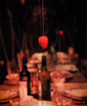 A Dinner With Gravity - La Boite Indie