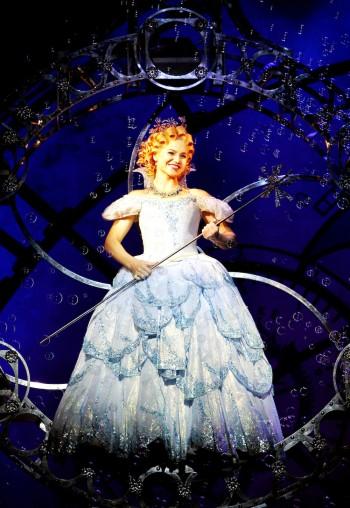 Suzie Mathers as Glinda. Image by Maye-E Wong