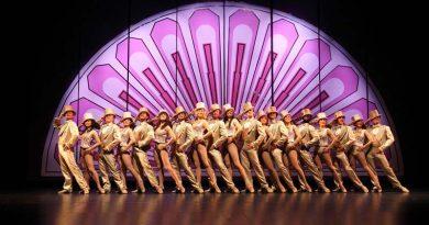 The cast of A Chorus Line perform 'One'