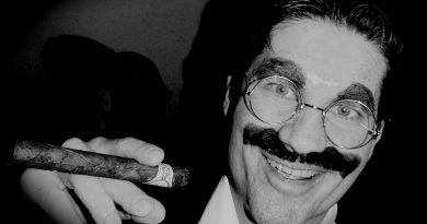 Dennis Manahan as Groucho. Image: supplied