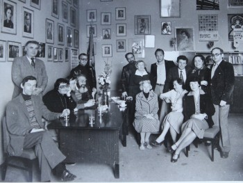 Leonid Verzub (standing third from right) with Maria Knebel and members of the Stanislavsky Heritage Laboratory
