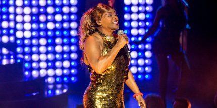 Marcia_Hines_singing